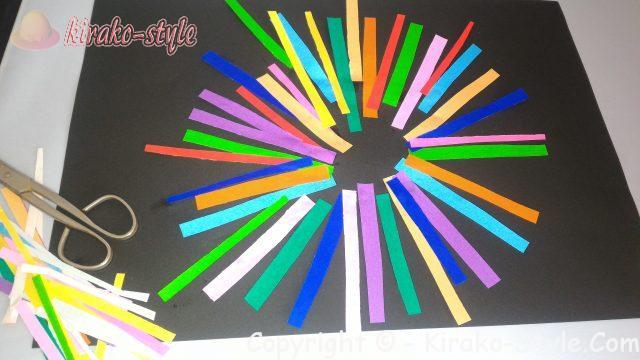ちぎり絵で花火を描く/平面で簡単に作る大人のちぎり絵超入門、ハサミで折り紙を切って。