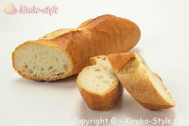 フランスパン、明太子チューブはマヨネーズとあえてパンにも