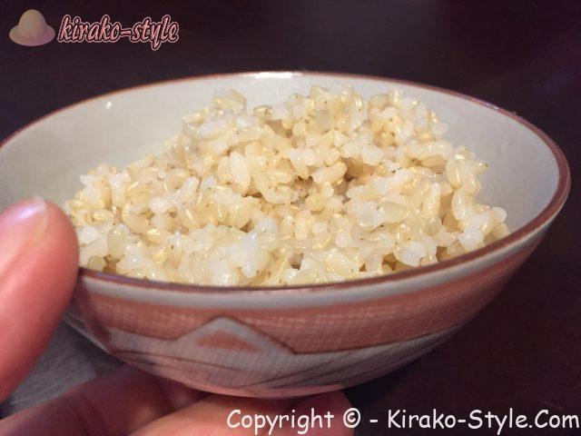 玄米ご飯 お茶椀に
